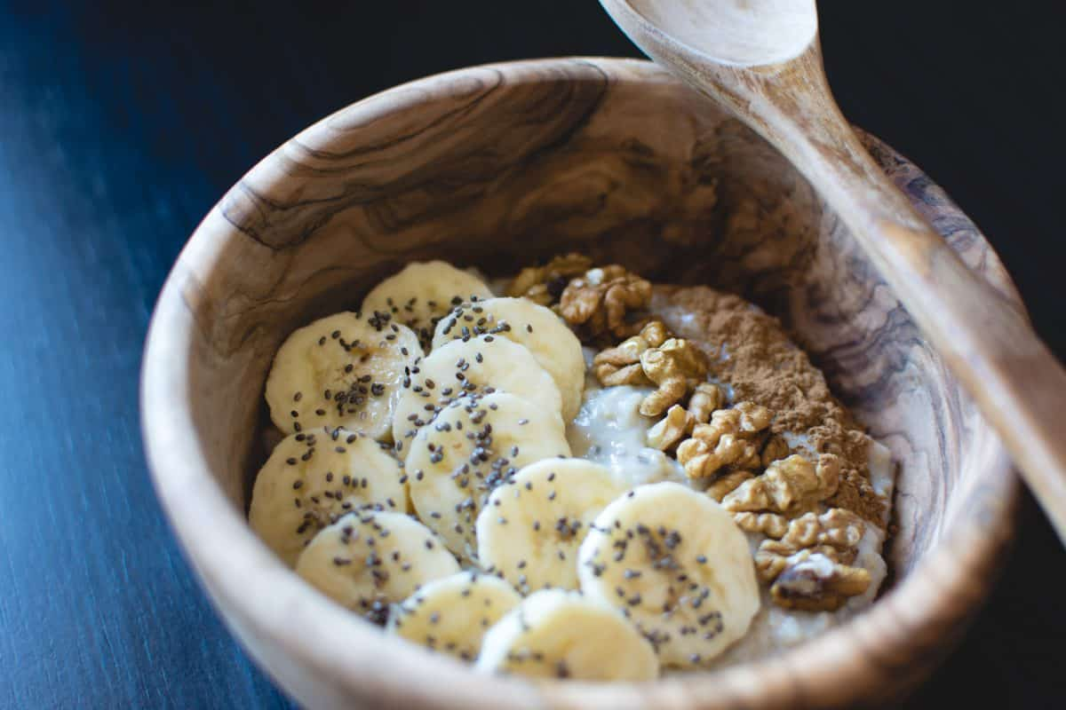 oatmeal-with-chia-seeds-banana-and-walnuts,dieta anemia